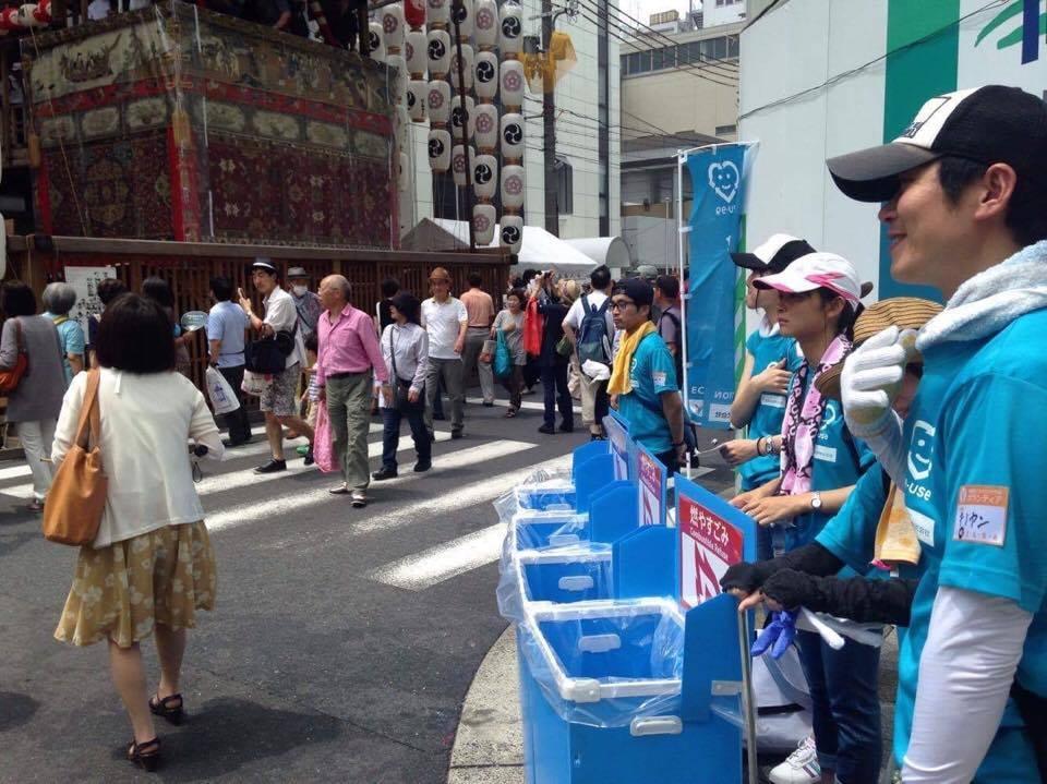 祇園祭ごみゼロ大作戦実行員会の活動の様子